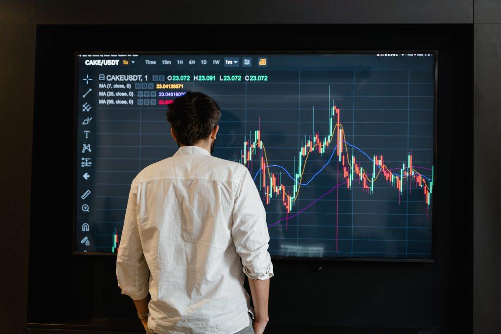 Short gaan met crypto, dalende grafiek